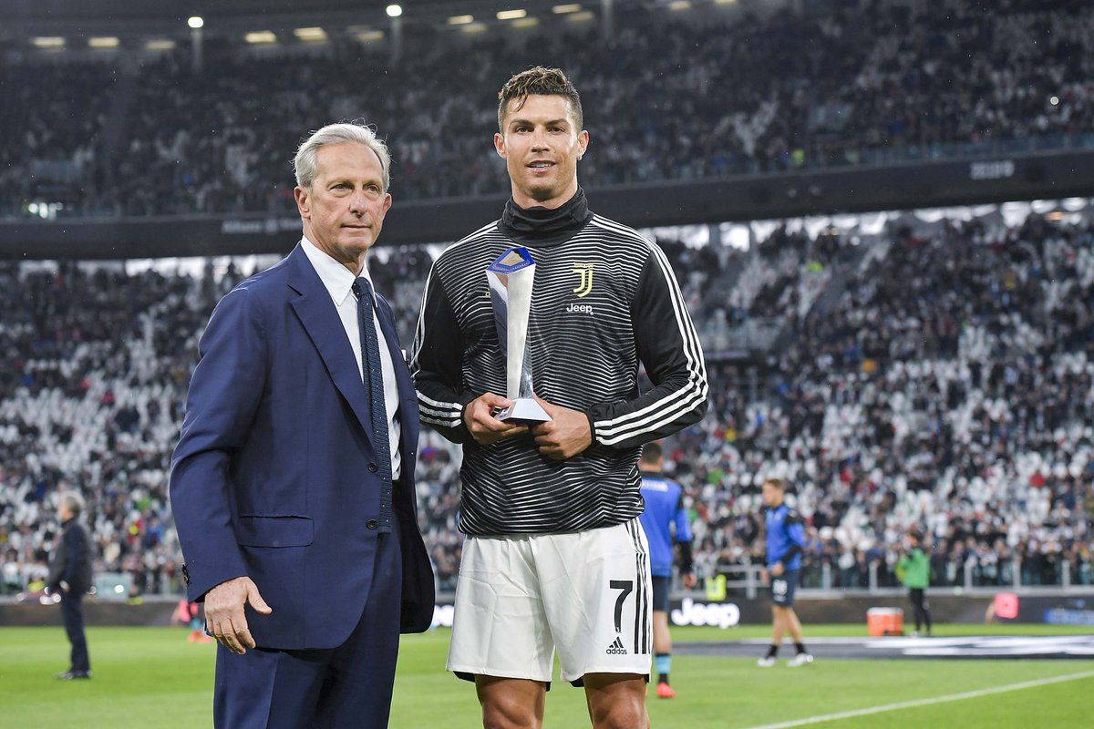 MVP! @Cristiano receives the award for best player in Serie A this season