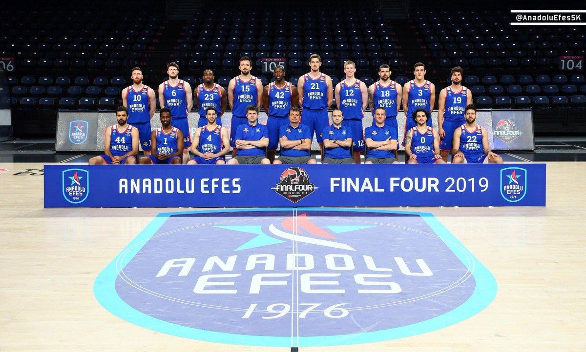 Verdikleri büyük mücadelelerden dolayı her iki takımımızı da tebrik ediyoruz👏🏻👏🏻👏🏻🇹🇷🇹🇷🇹🇷 Bu özel günde bizlere yaşattığınız gurur için @AnadoluEfesSK ve @FBBasketbol teşekkür ederiz.