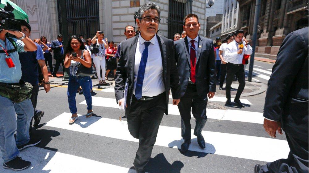 RT @Politica_LR: José Domingo Pérez: Soy un funcionario fiscal, no un antifujimorista ► https://t.co/9fWXzRUTQc https://t.co/DgvErTsSX0