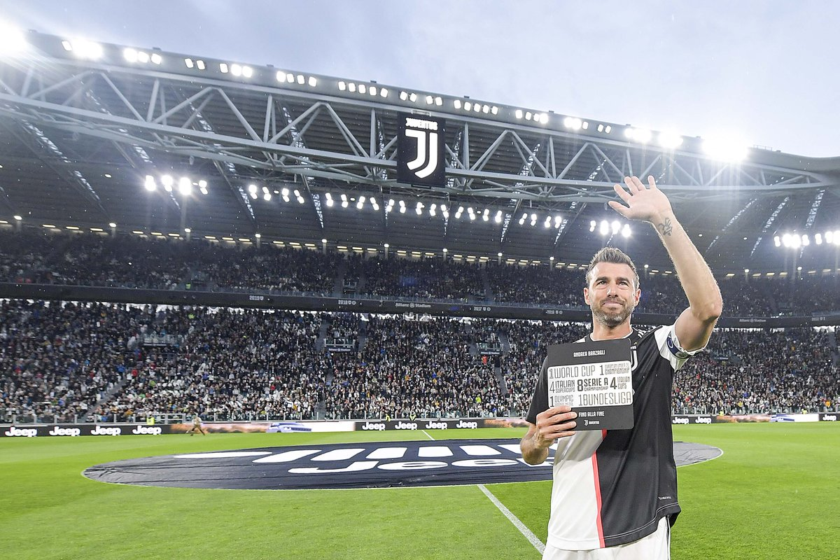 Andrea Barzagli played his final game before retirement tonight—and was given a fitting send off as one of the finest defenders of his generation 👊