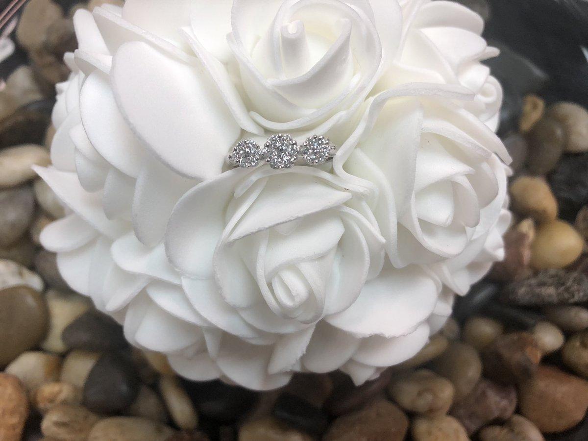 Trinity Cluster Ring💍  14 kt White Gold with Diamonds 💎  - - - - - - #cdjewelleryltd #love #wedding #ring #cluster #beautiful #elegant #diamond #whitegold #14kt #diamondring #bling #engagement #bride #groom #marriage #celebration #hamilton #toronto #burlington #oakville #hamont