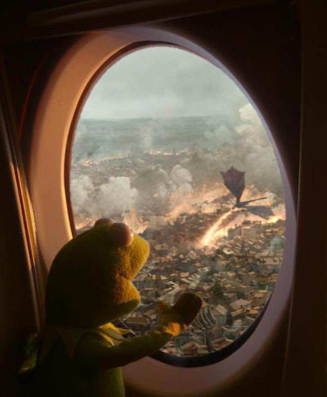 People coming back to Kings Landing from vacation in Dorne