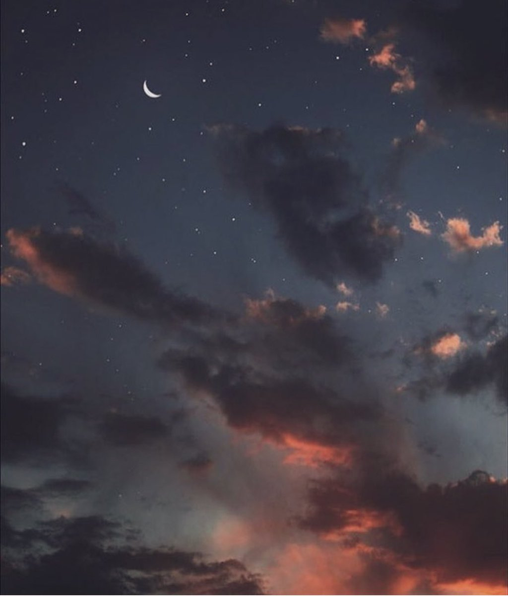 """الإربِعاء ٣ #رَمضَان 🌙: - في الحديث : """" للصائم عند فِطره دعوةٌ لا تُرد """" ماكان الله ليفتح على عبدٍ باب الدعاء ويُغلق عنه باب الإجابة ، رتّب دعواتك ولا تنسى شيئًا تتمناه ، ردد بإلحاح الصالحين الذين كانوا يسألون الله حاجاتهم فما يأتي رمضان الآخر إلا وقد أجيب سؤالهم ."""