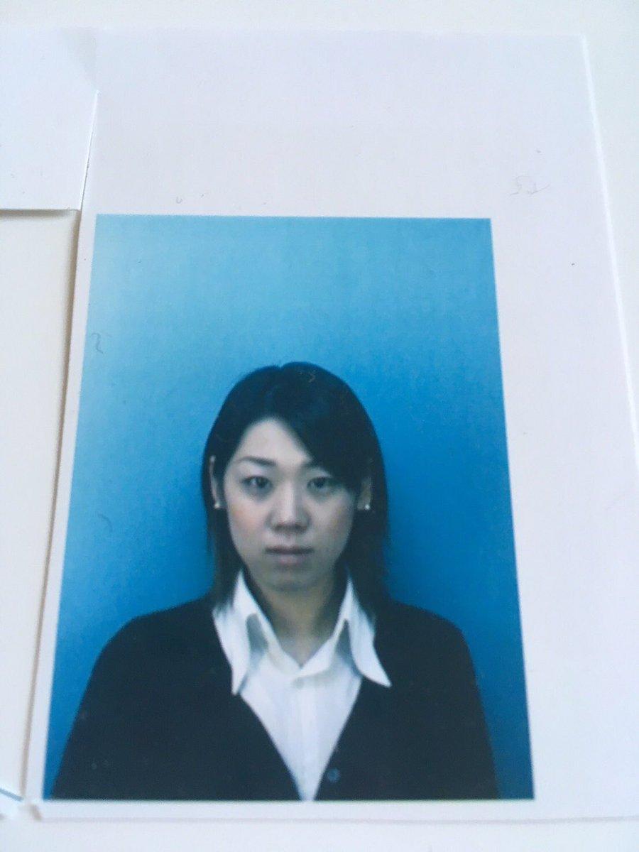 19歳?20歳くらいの就職用、証明写真出てきてわろた。髪型に時代を感じるwwww