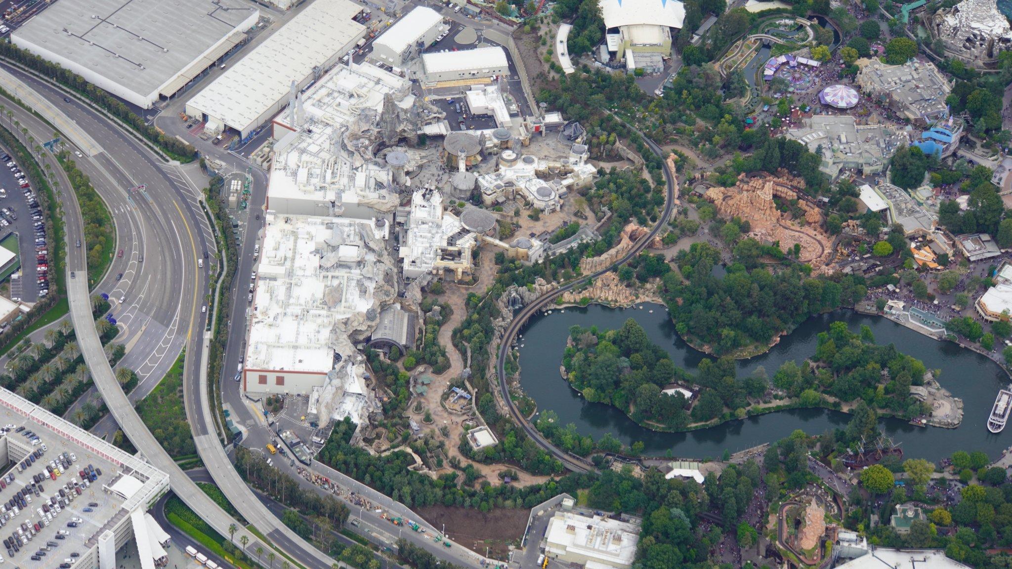 Disneyland Resort vu du ciel, des images sublimes! D6BIWaMUcAEyJPT