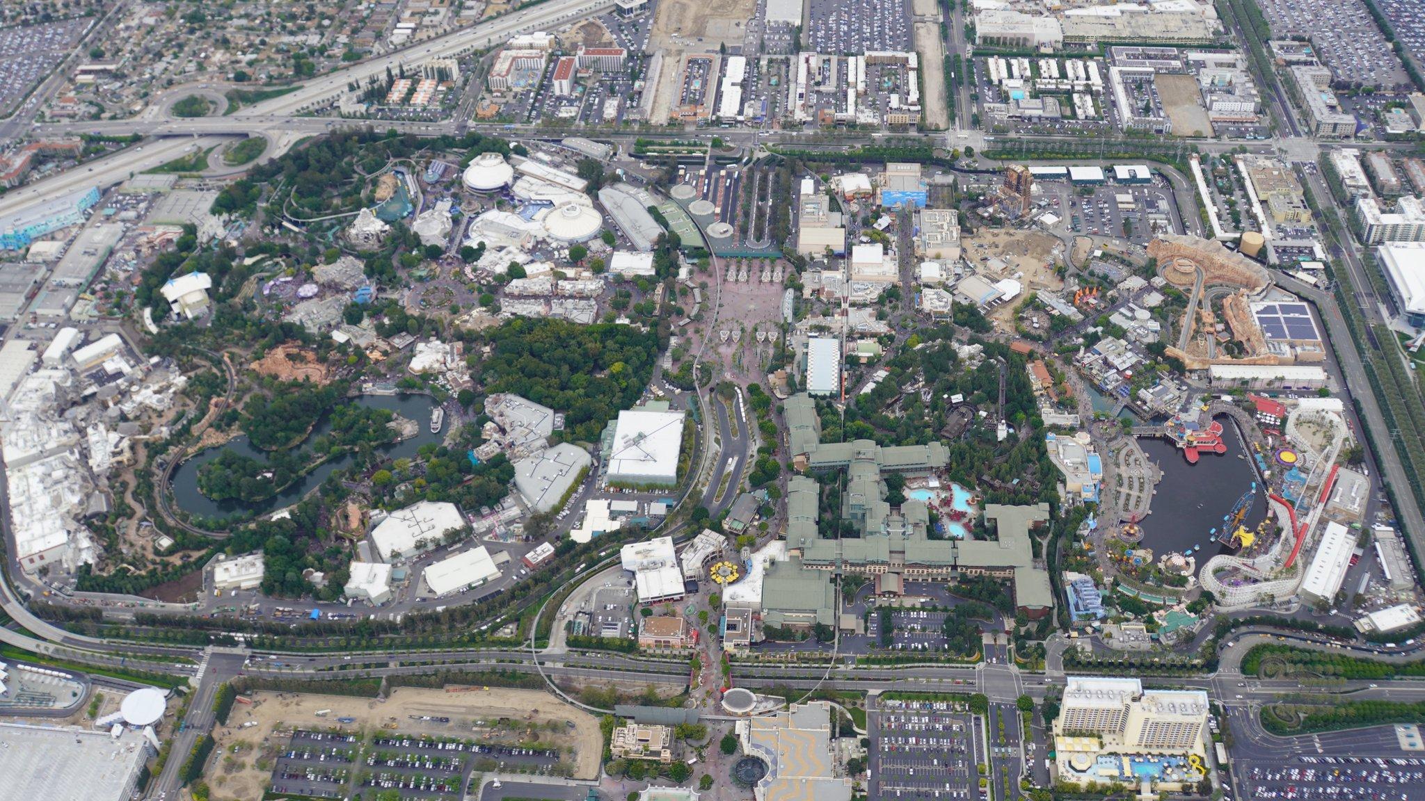 Disneyland Resort vu du ciel, des images sublimes! D6BJZO4UYAA6UwU