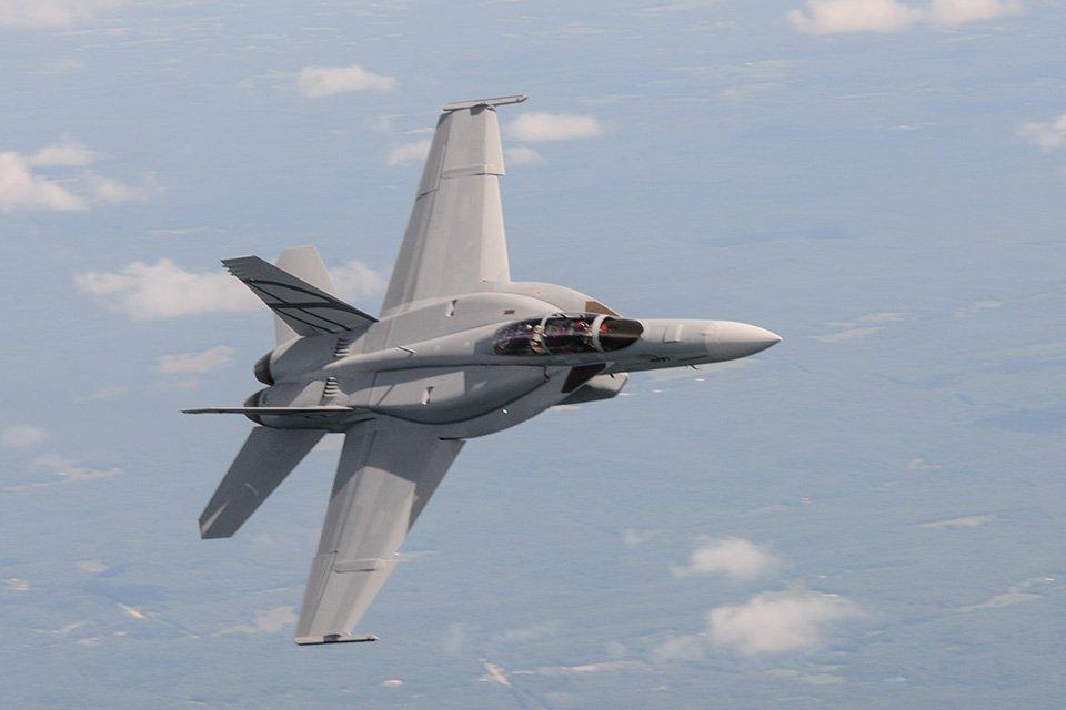 شركة Boeing تكشف عن مقاتلة F/A-18 Block III Super Hornet المستقبليه  D6CWYb1X4AUFkJ_