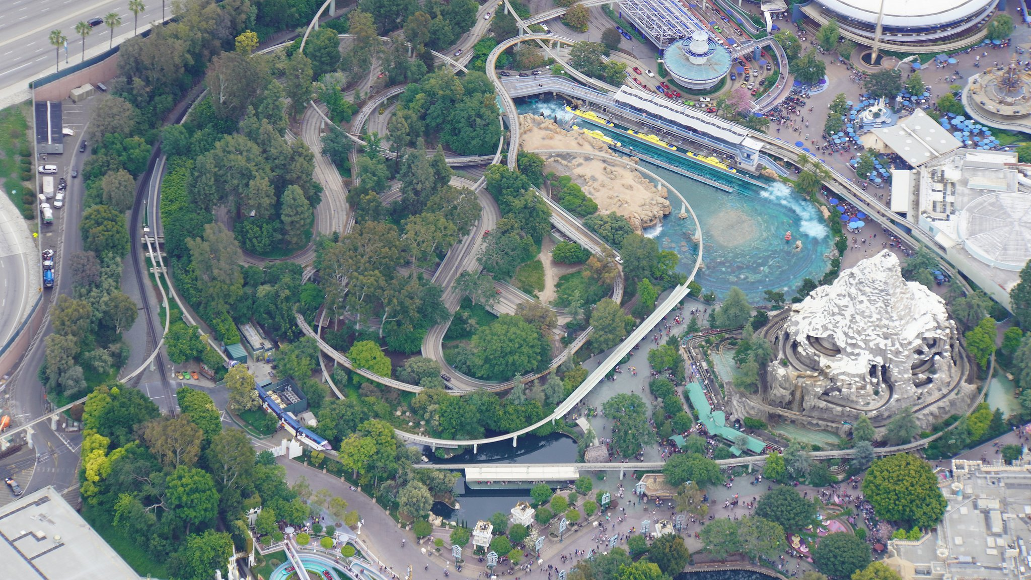 Disneyland Resort vu du ciel, des images sublimes! D6Cl3rxUcAAw4bf