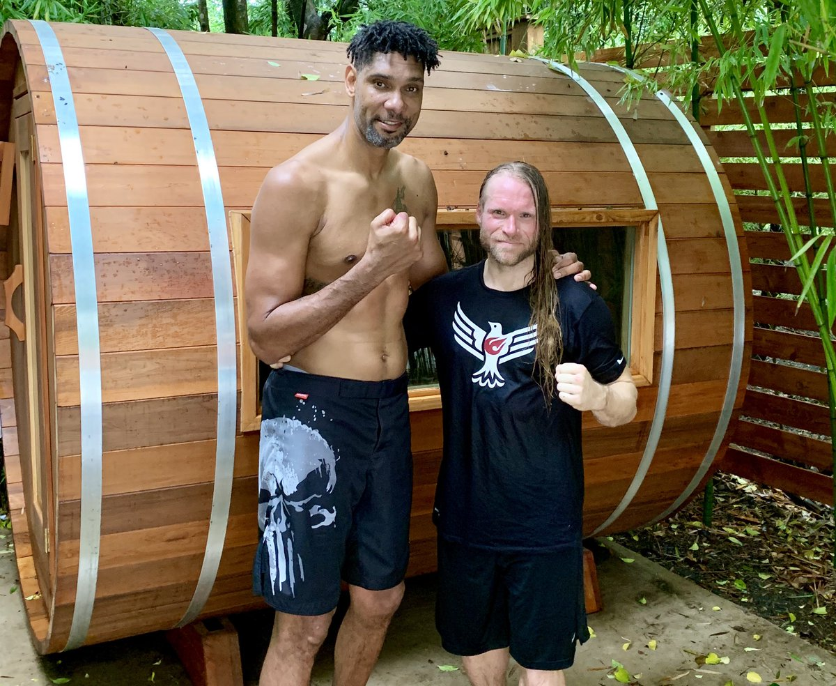 Hitting #barrellsauna and #icebath to recover from #kickboxing and #weightlifting 💥🥊💪🏻🔥🥶#timduncan #jasonechols #echolsfitnesscenter #believegrowbecome #xptlife #hkickboxing #echolsfitness  pic cred @ImAboutYou