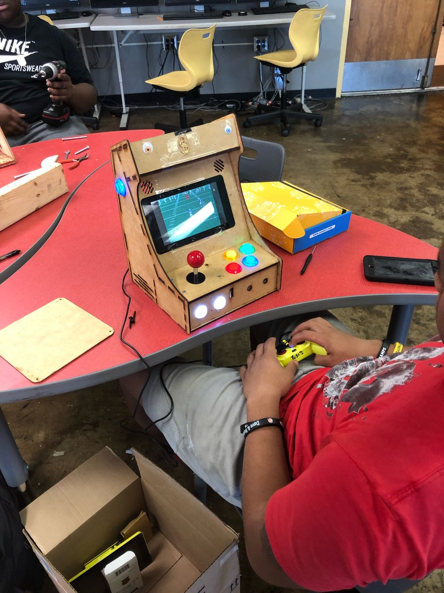 This is what we do! #maker @Central_Colony @CHSCentrons @LouisvilleCHS @recbar502 #retrogaming