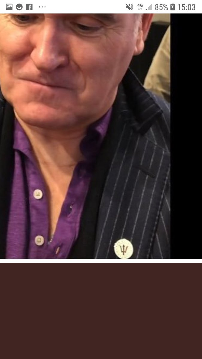 Morrissey wearing a 'For Britain' badge. Disgusting #mozarmy @NME @guardian @hopenothate