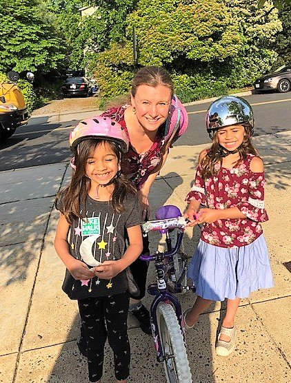 Walk and Bike to school day at Long Branch Elementary School <a target='_blank' href='http://search.twitter.com/search?q=APSBike2schoolday'><a target='_blank' href='https://twitter.com/hashtag/APSBike2schoolday?src=hash'>#APSBike2schoolday</a></a> <a target='_blank' href='http://twitter.com/APSHPEAthletics'>@APSHPEAthletics</a> <a target='_blank' href='https://t.co/NJjhwWjeQw'>https://t.co/NJjhwWjeQw</a>