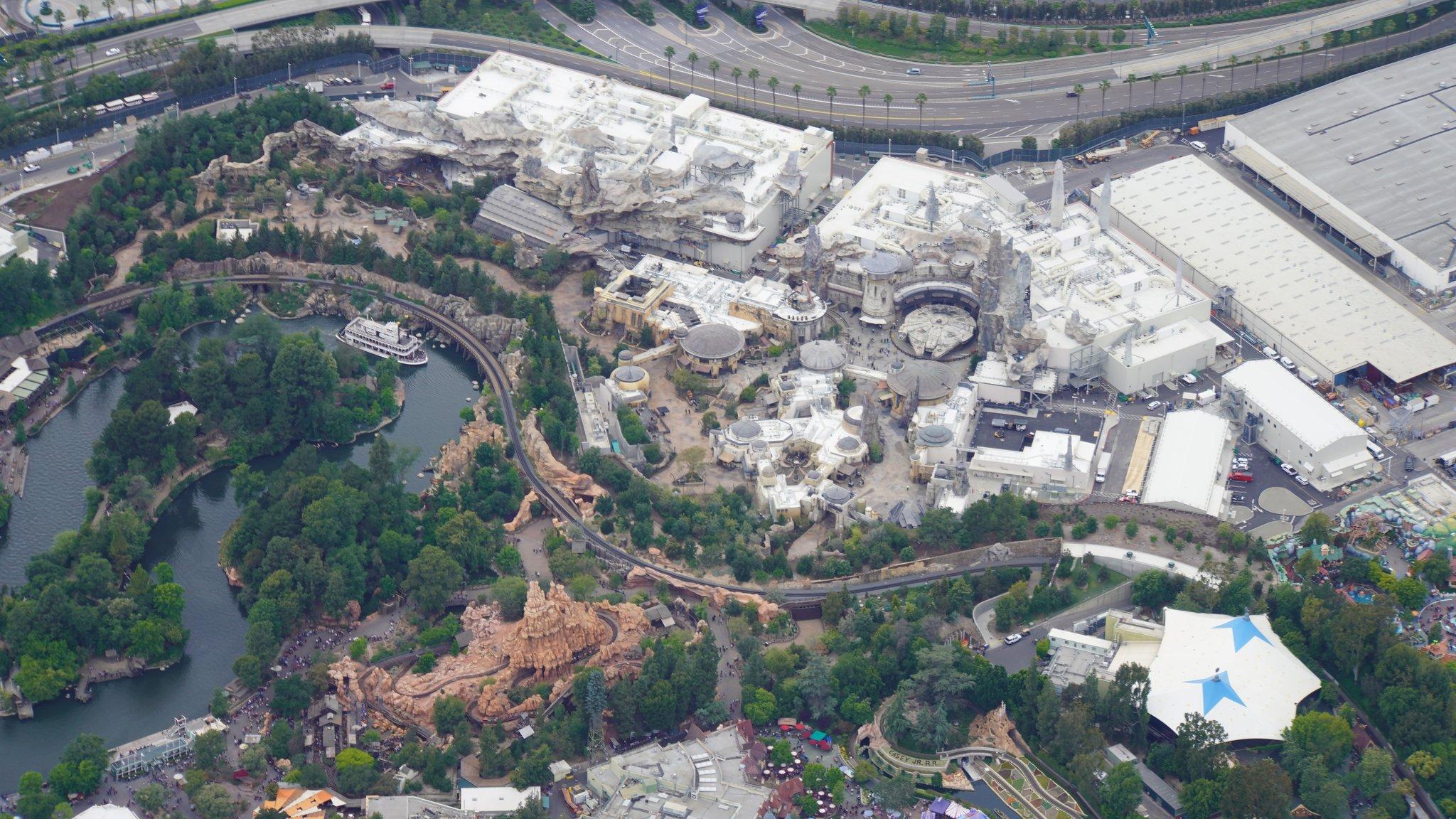 Disneyland Resort vu du ciel, des images sublimes! D6DVvyQUEAAh80M