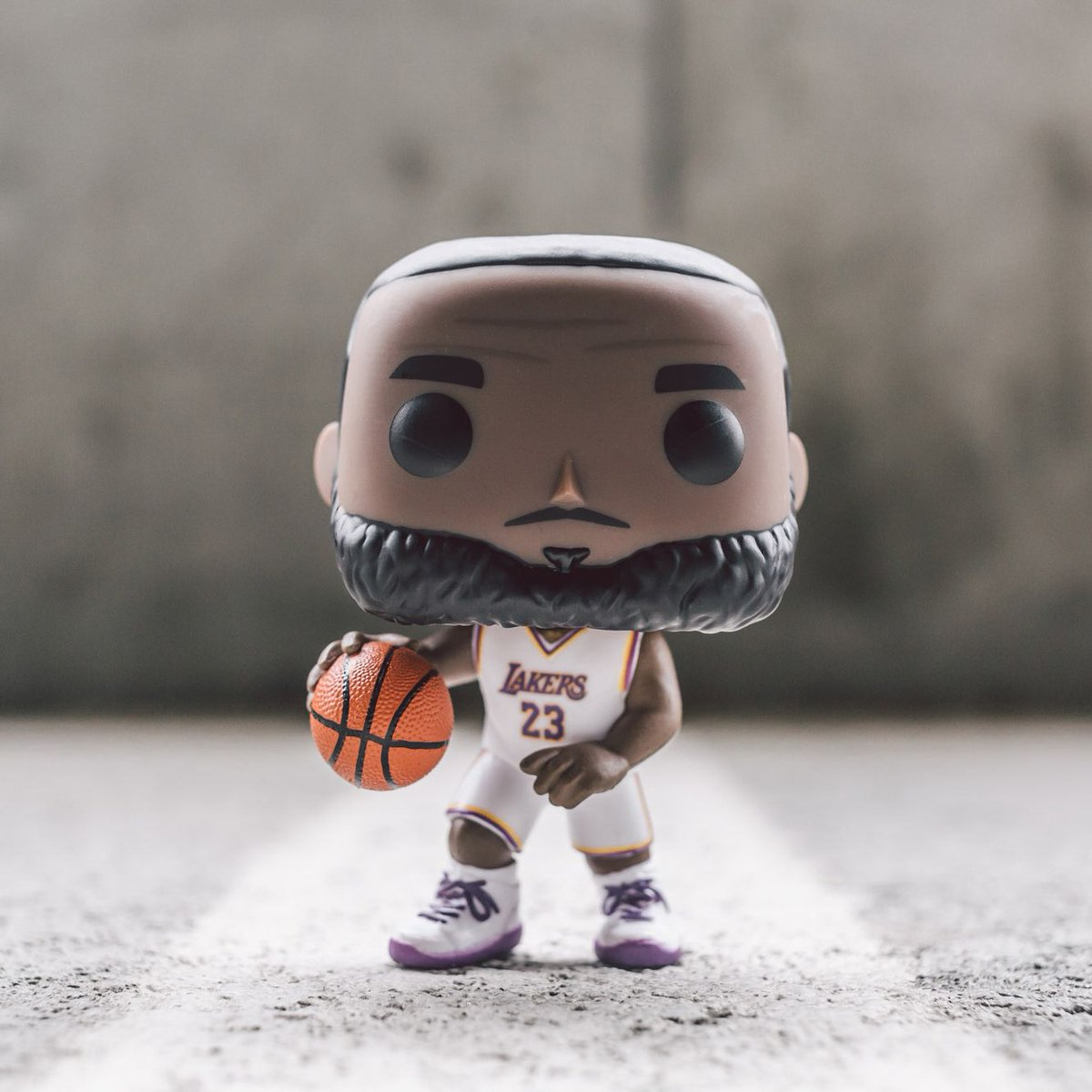 034023776 The Funko POP Basketball NBA LA Lakers LeBron James White Uniform is now  available online at https   bit.ly 2YfVsb9 .pic.twitter.com ZfF49tKFAn