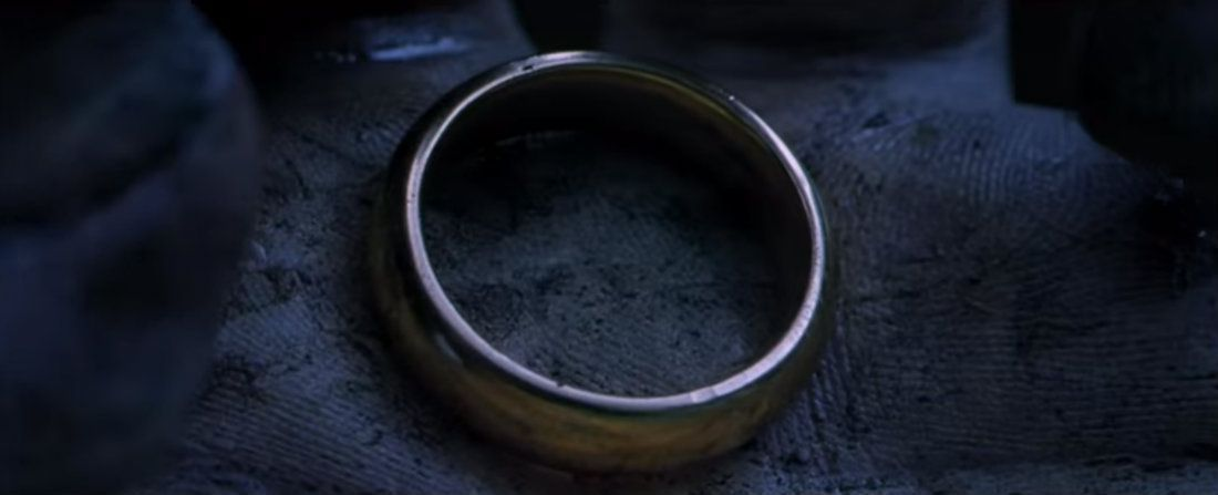 THE LORD OF THE RINGS: THE FELLOWSHIP OF THE RING (2001)  Cinematography by Andrew Lesnie Directed by Peter Jackson Here's a huge list of our favorite #LOTR shots: https://ops.fyi/TheFellowshots