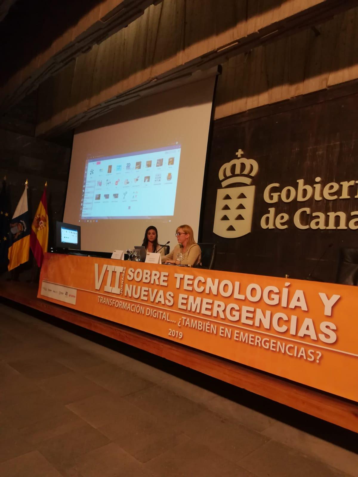 Estefanía González de @Laycos_ES y Laura Cobas @112canarias