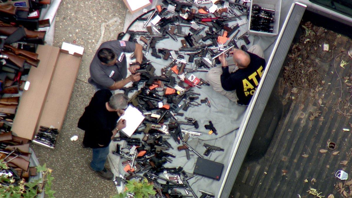 Полиция Лос-Анджелеса обнаружила более тысячи единиц оружия при обыске дома