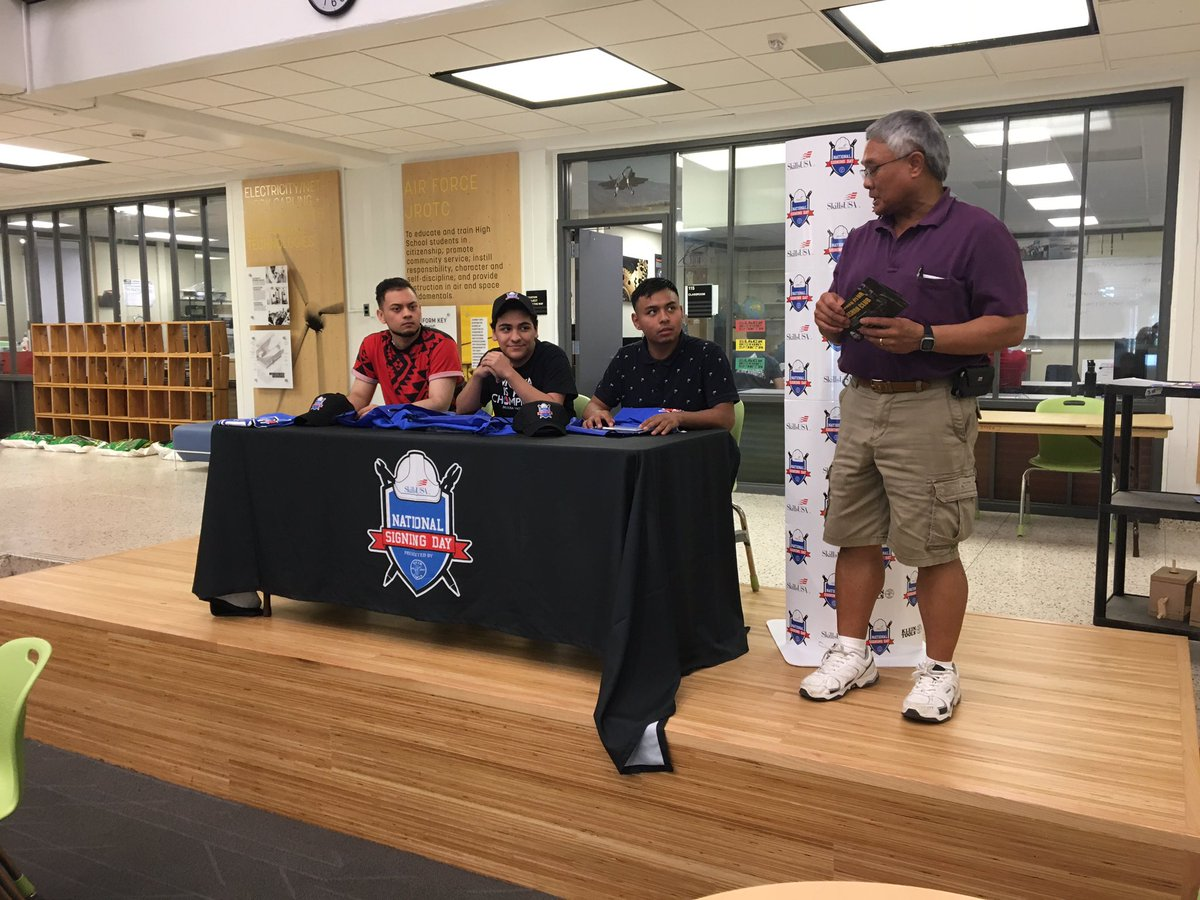 National signing day at <a target='_blank' href='http://twitter.com/APSCareerCenter'>@APSCareerCenter</a> Electrical students committing to work in the Electrical Industry after graduation this year. <a target='_blank' href='http://search.twitter.com/search?q=SkillsNationalSigningDay'><a target='_blank' href='https://twitter.com/hashtag/SkillsNationalSigningDay?src=hash'>#SkillsNationalSigningDay</a></a> <a target='_blank' href='http://twitter.com/APS_CTAE'>@APS_CTAE</a> filling the needs of the workforce. <a target='_blank' href='https://t.co/ItAbHXpCax'>https://t.co/ItAbHXpCax</a>