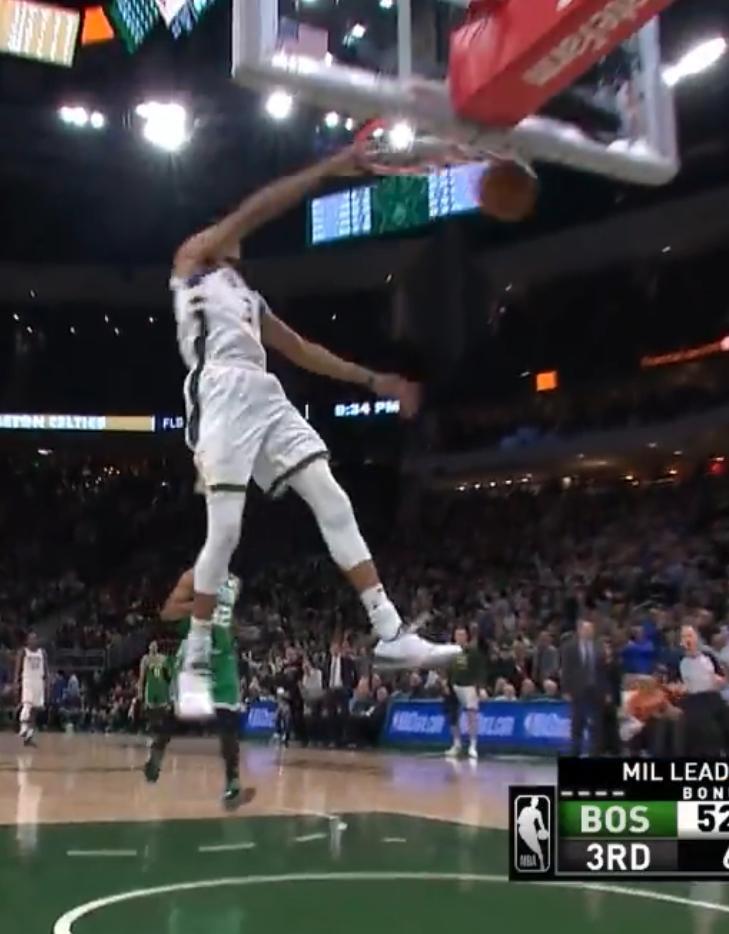 【影片】簡直是怪獸級別!字母哥抄截后反擊,從後場跑到前場灌籃只需兩次運球!-黑特籃球-NBA新聞影音圖片分享社區