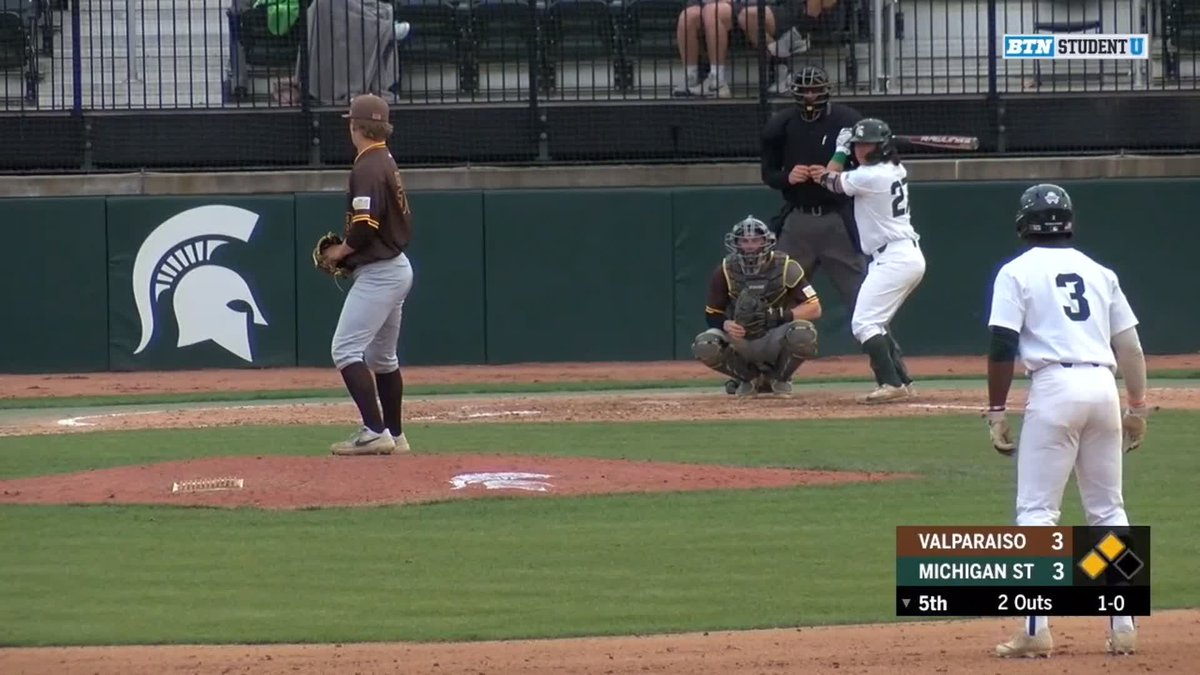 Michigan State regains the lead!  @StateBaseball's Nic Lacayo drives home two runs with this double to put the Spartans ahead of Valparaiso, 5-3!