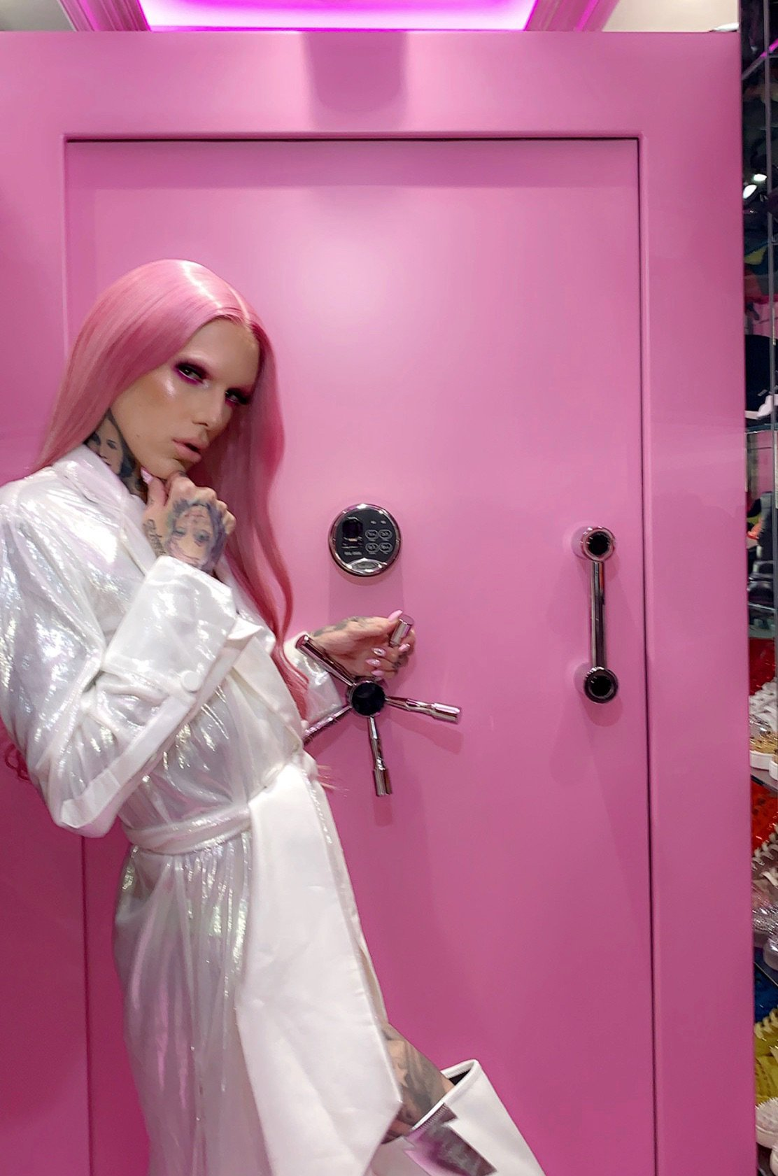 Jeffree Star On Twitter The Door To My Closet Weighs Over 10 000 Pounds Is Bulletproof And Can Only Be Entered With My Eye Scan Fingerprint Full Tour Of My Pink