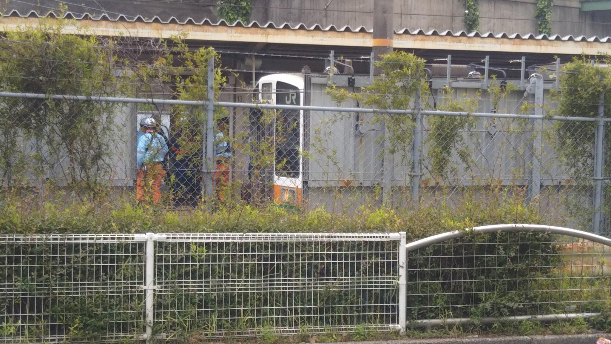 千種駅の人身事故で救護活動している現場の画像