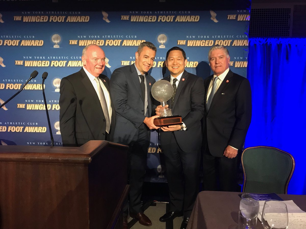 Coach Bennett accepts the Winged Foot Award at the New York Athletic Club. #GoHoos