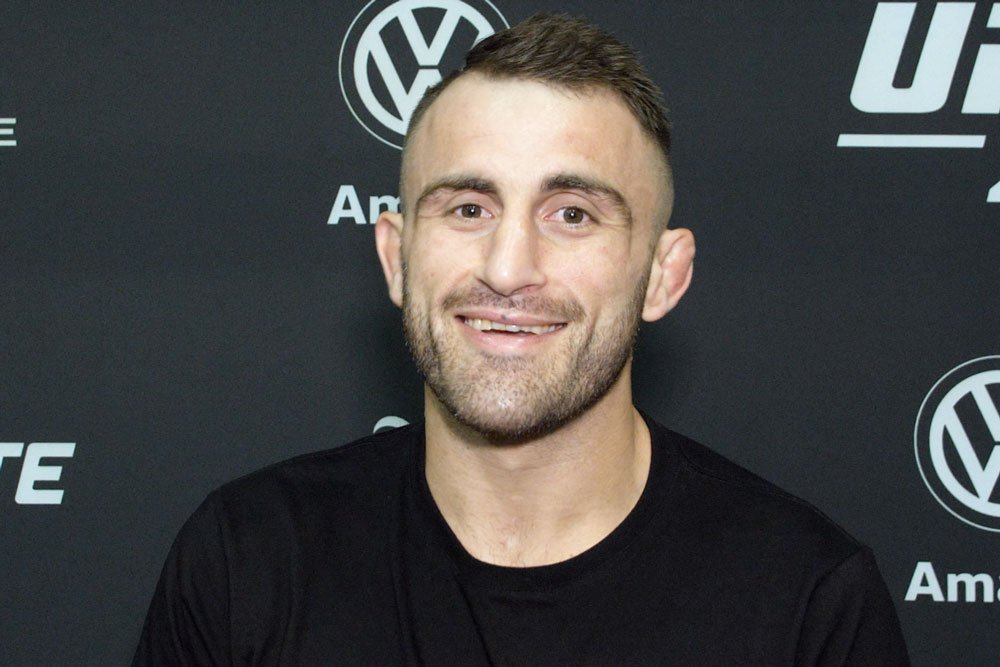 What would you do for your best mate? Because @AlexVolkanovski's moved his wedding so he could fight Jose Aldo at #UFC237 👊  Full interview: http://wp.me/p3WzJ0-1HG3