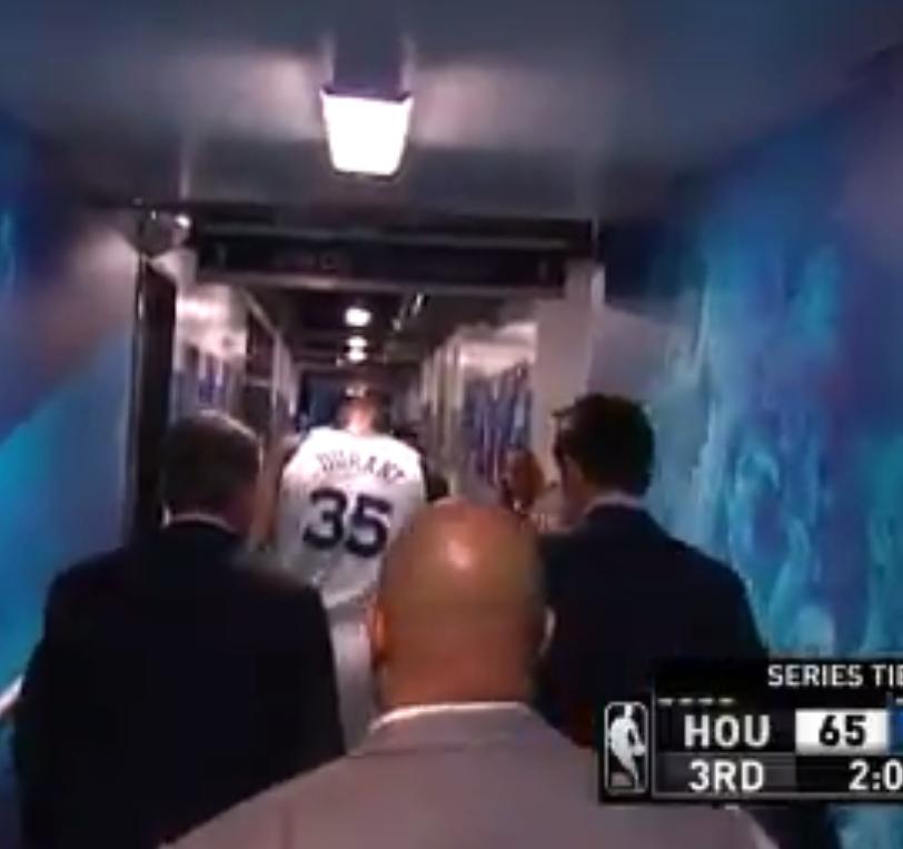 【影片】突發!杜蘭特非對抗情況下受傷離場,疑似與Kobe跟腱受傷類似!-籃球圈