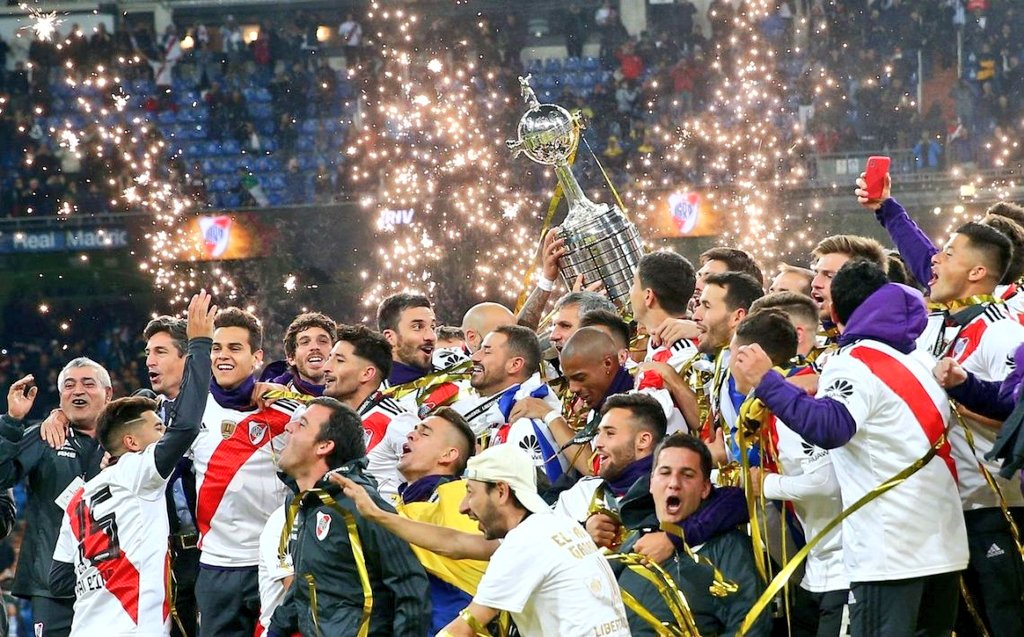 Debate Millonario's photo on Peñarol