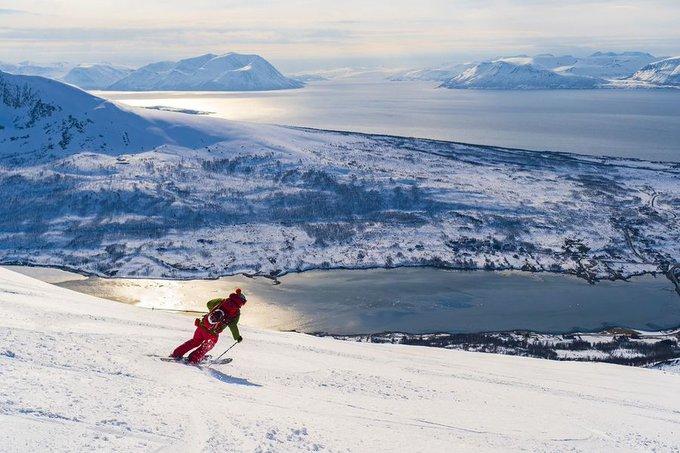 El forero ManuelIV nos trae su crónica de unos días de travesía en los Alpes de Lyngen noruegos. Exquisito 👌 relato y fotos  👉https://t.co/Ryj5w8xavD