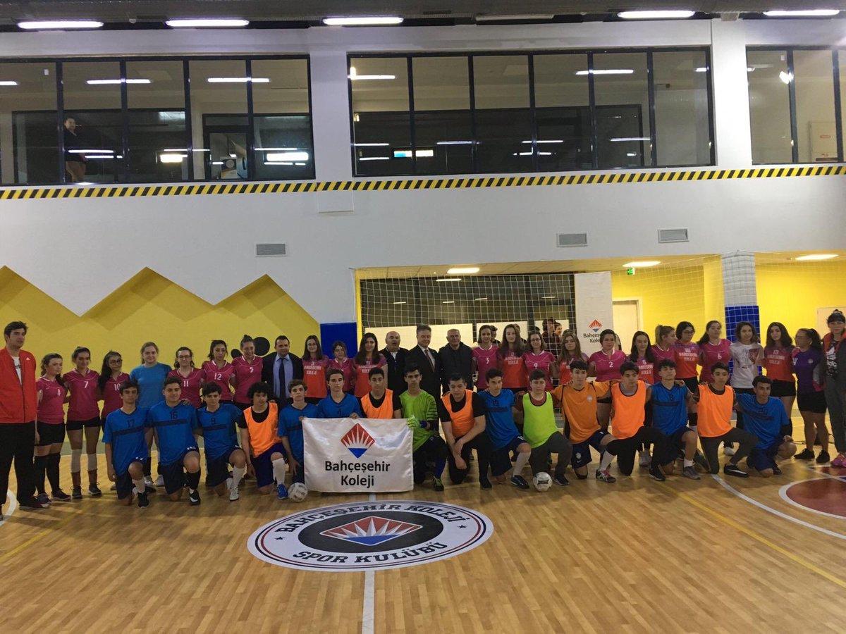 Hami Projesi kapsamında bugün okulumuzda ağırladığımız Kepirtepe Anadolu Lisesi öğrencileri ile eğlenceli futsal ve voleybol müsabakaları gerçekleştirdik.⚽🏐 #skordeğilspor #hamiprojesi