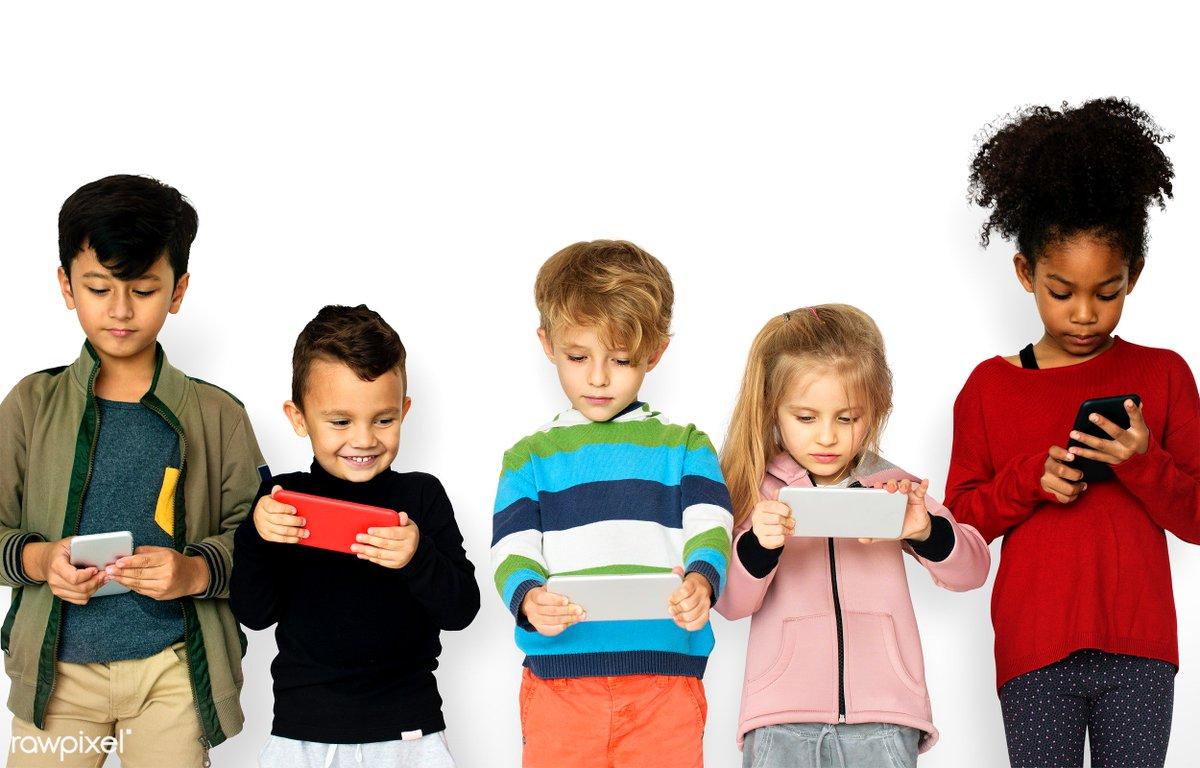 Maj to w Polsce czas komunii. Zastanawiacie się nad telefonem na  prezent? Podpowiadamy jaką ofertę (karta czy abonament) i jaki telefon  wybrać dla dziecka. https://t.co/vnLDKYLh9p https://t.co/IO6ESsgSoV