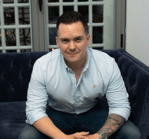 """""""My MBA cohort allowed me to work closely with an extremely talented group of people."""" Recent #MBA graduate and Senior IT Business Relationship Manager, Declan Burke shares his experience of studying at #KingstonBusinessSchool.  https://t.co/TOGCz20Jq8 https://t.co/PjDtY2Q283"""