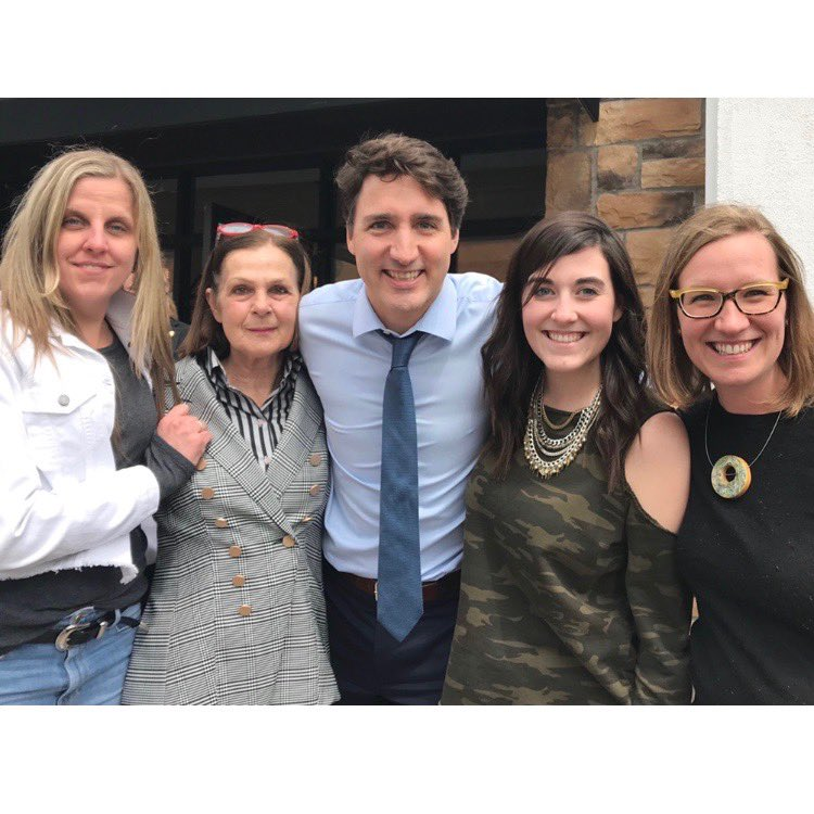 Thank you to PM @JustinTrudeau for taking the time to walk our downtown #BurlON core today, with Burlington MP @karinagould, visiting our unique businesses and boutiques, and meeting many delighted local residents.