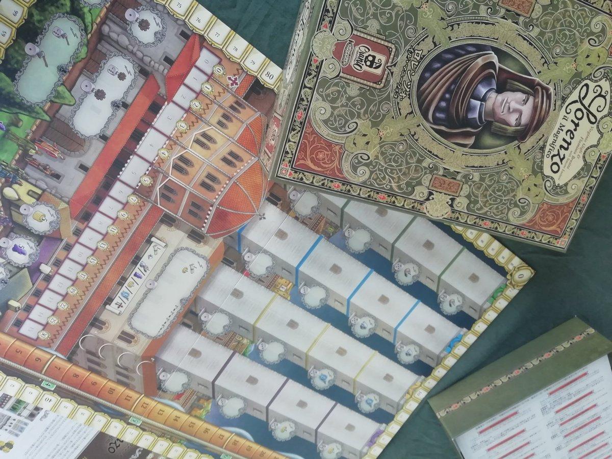本日も営業しております。毎週金曜夜8時は週末ゲーム会! 今日は「ロレンツォ・イル・マニーフィコ」で遊びます。サイコロに応じて能力が変わる部下を派遣する拡大再生産型のゲームです。イタリアのフィレンツェにて教会にすり寄りながら最強の貴族を目指しましょう。