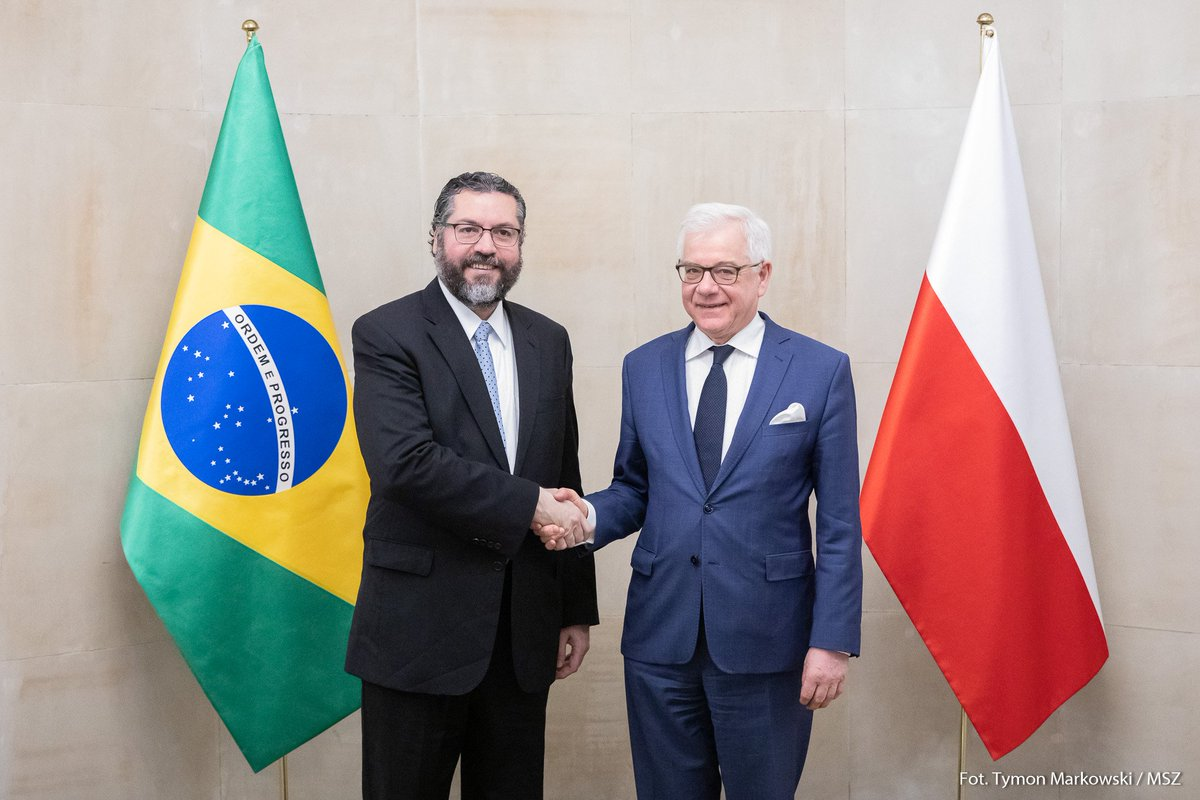 The meeting of FM #Czaputowicz with the FM of Brazil 🇧🇷 @ernestofaraujo has started.  Among the topics of the plenary talks:  🔸bilateral relations, 🔸cooperation in the area of defense, 🔸security in the region. https://t.co/YGXkfIk0d8