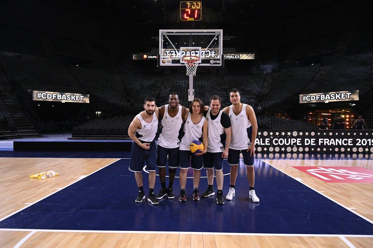 - Les postiers (@LaBanquePostale)   - Molteam (@moltenfr)   - Jordan Team (@Jumpman23)   - The Golden Nuts (@EspritBasket)  <br>http://pic.twitter.com/W4YZVxa2Dm