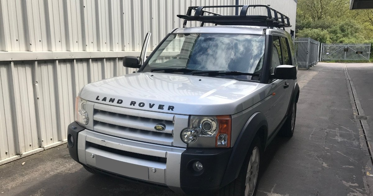 #CAROFTHEWEEK; The stoic @LandRover #RangeRover #Discovery3 seen here with our heavy-duty #Expedition Aluminium Full Basket #RoofRack.   https://direct4x4.co.uk/pages/expedition-roof-racks…  Our aluminium #roofracks are 50% lighter than standard steel racks with no reduction to load capacity! Now on #SALE!