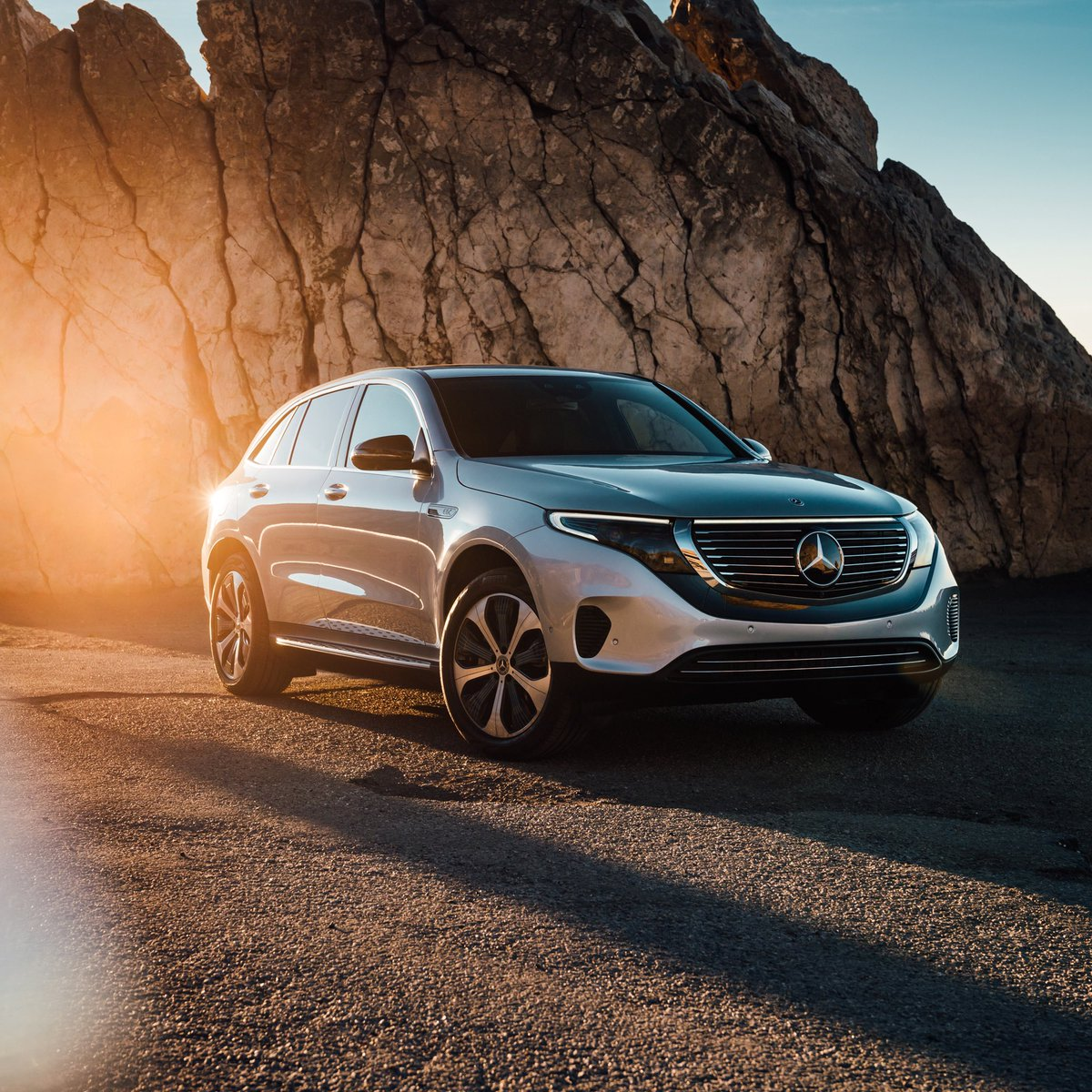 The future is here and it's excitingly dynamic! 🤩 #inspiredbyEQ #switchtoEQ #EQC  [Mercedes-Benz EQC 400 4MATIC | Stromverbrauch kombiniert: 22,2 kWh/100 km | CO₂-Emissionen kombiniert: 0 g/km | http://mb4.me/nefz-electric ]