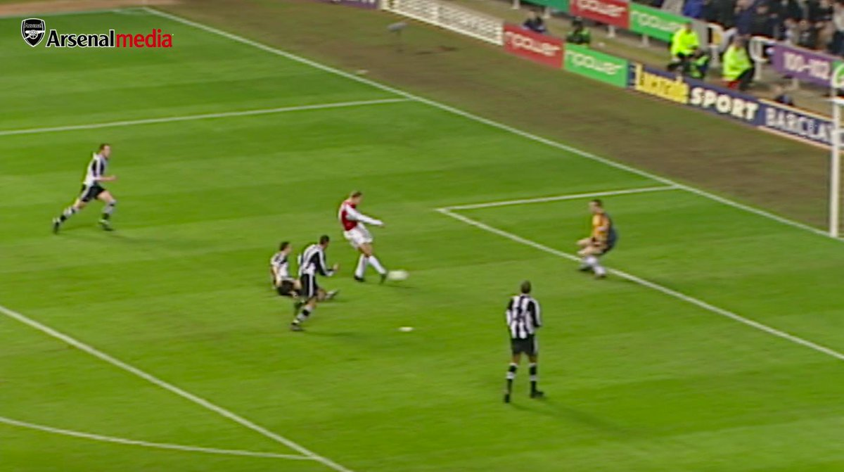 💬 That goal will remain in the memory for a long, long time - if not forever! - Arsène Wenger, March 2002 More than 17 years on, were still wondering just how Dennis Bergkamp managed to do this 🤯 #NEWARS