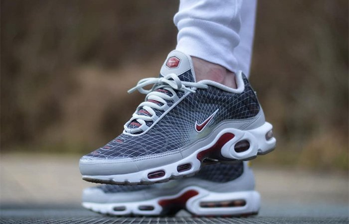a7b8cd3470e66 You can now cop these two great grid-equipped colourways of the Nike Air  Max Plus OG from Nike CA for 30% off + free shipping!  https   bit.ly 309GuWf ...