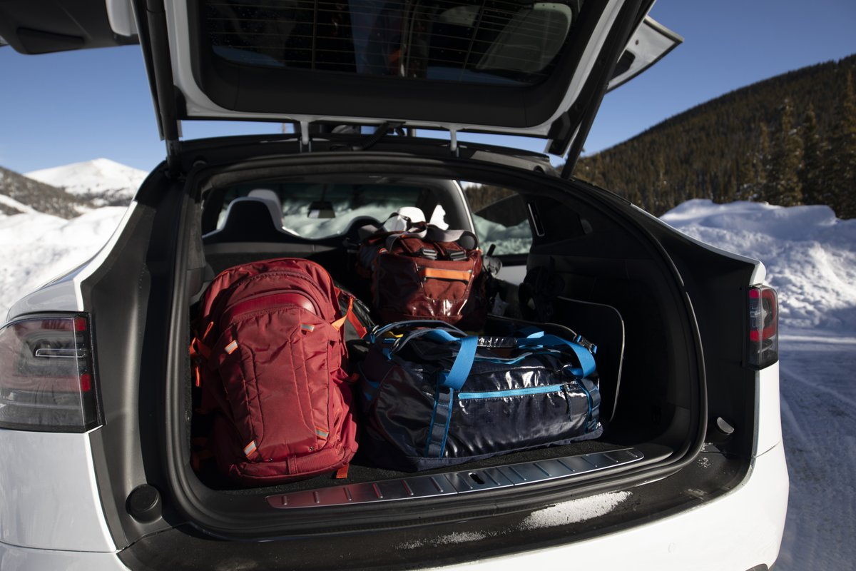 Fit enough stuff in the trunk so you can survive in a place without a fridge or a radiator or a Live Laugh Love poster.  Who's planning a weekend camping getaway in their Tesla? https://t.co/6STwZWo8pe