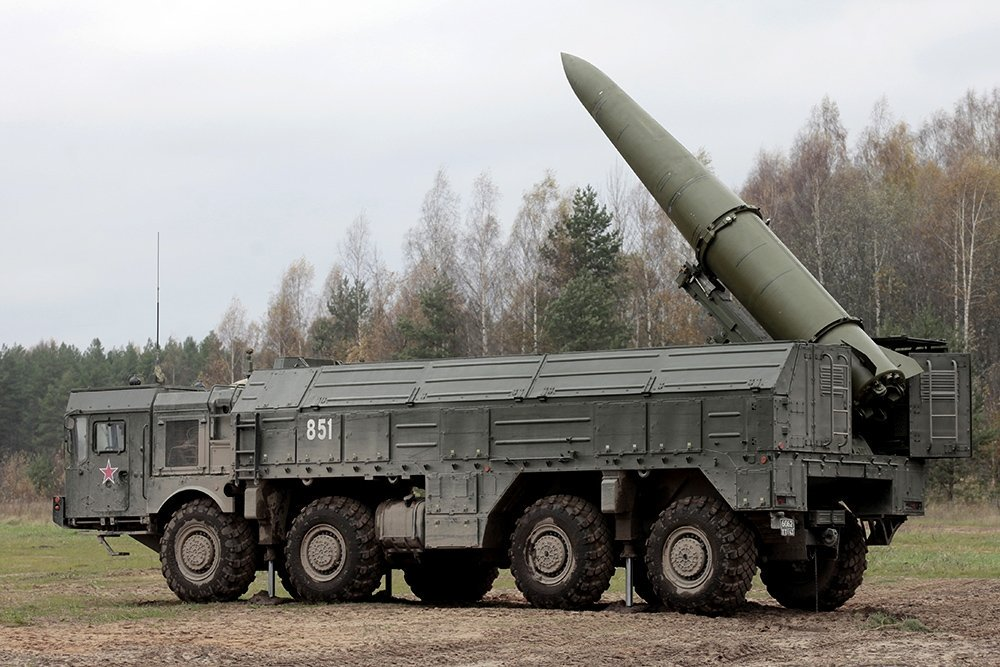 """2/ Missiles like Russia's Iskander, China's M20/DF-12, the US ATACMS, and the new North Korean Missile fly on depressed trajectories, never leaving the atmosphere and maneuvering throughout the whole duration of flight. They are sometimes called """"quasi-ballistic"""" missiles."""