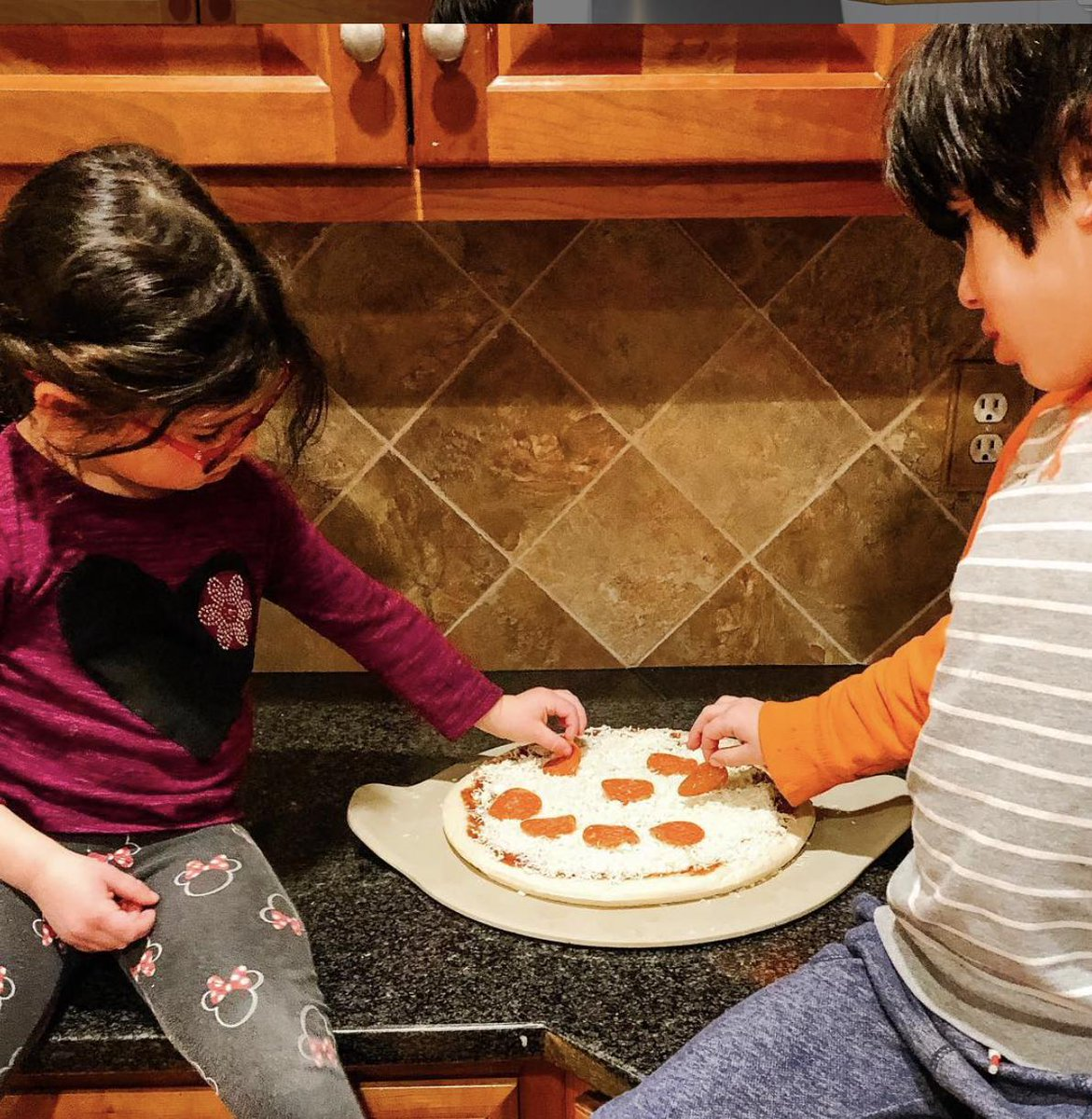 .@dentistmel spent some time with their kids building a #Pizza Kit! 😍 Looks like they had fun!  If you need to #fundraise for your group, so families in your area can enjoy putting together Pizza Kits as well, visit http://PizzaKit.com to learn how easy it is to start! 😃