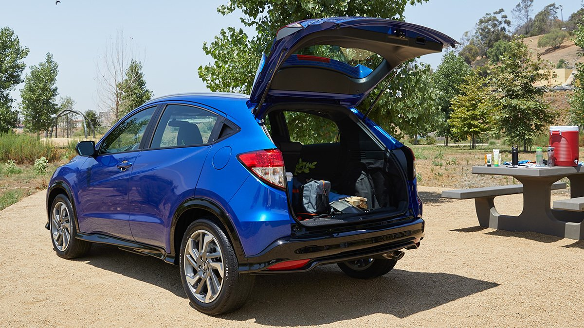 Equipped with plenty of cargo space and available Apple CarPlay™ integration, you'll be ready to entertain in the #HondaHRV.