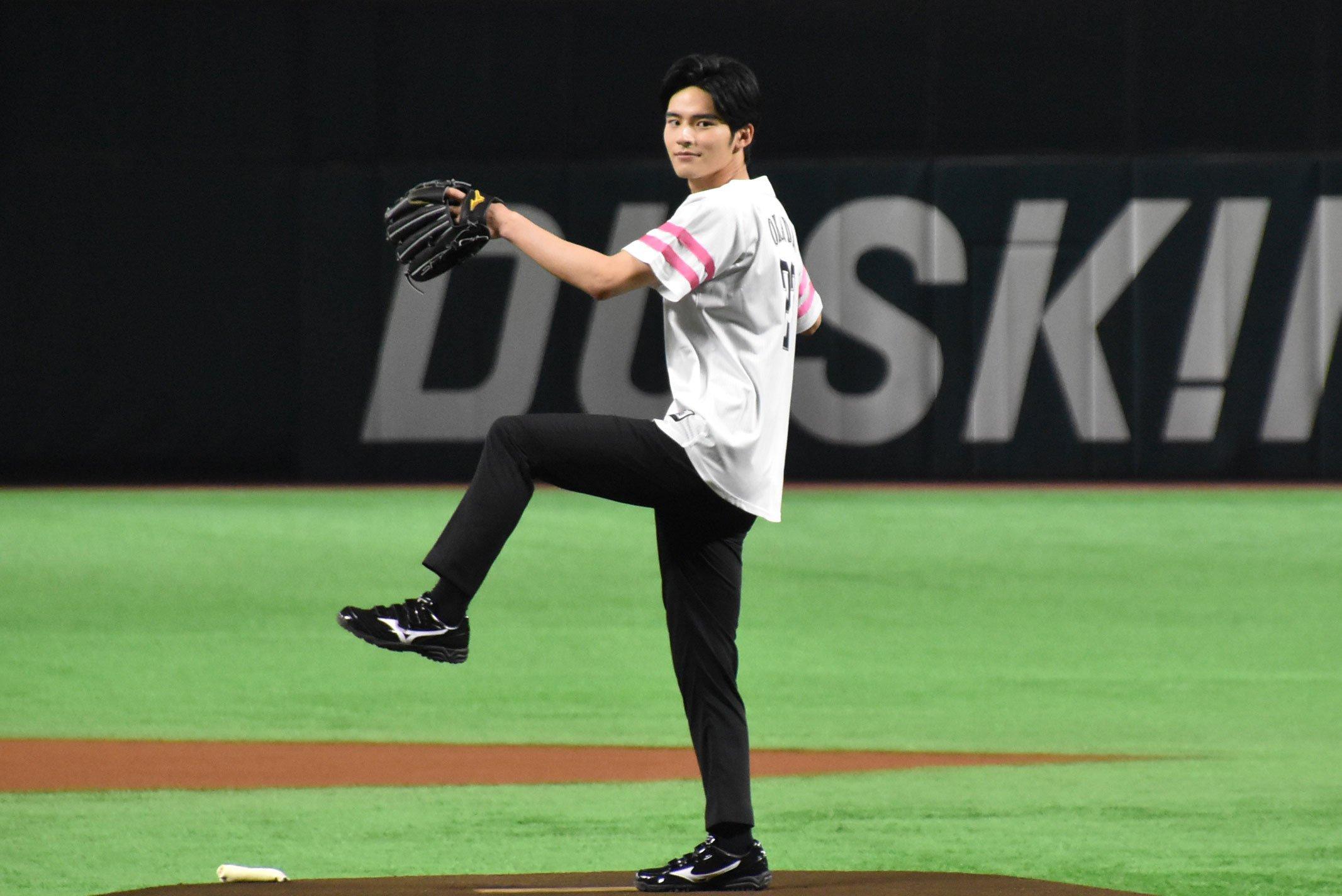 岡田健史始球式