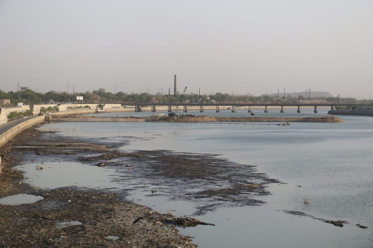 Water released from riverfront stretch of Sabarmati for repair work of Vasna barrage