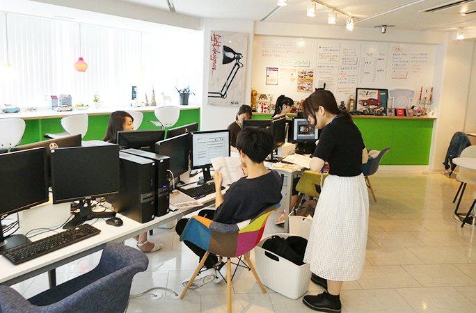 土曜出勤、ならぬ土曜学習。STUDIO名古屋には朝からたくさんの受講生さんが来ています。新しいことを学ぶと、気持ちが上向きでいい気分。スタジオ見学、説明会はほぼ毎日行っています→#Webデザイナー #ウェブデザインスクール #転職 #就活 #フリーランス #在宅ワーク