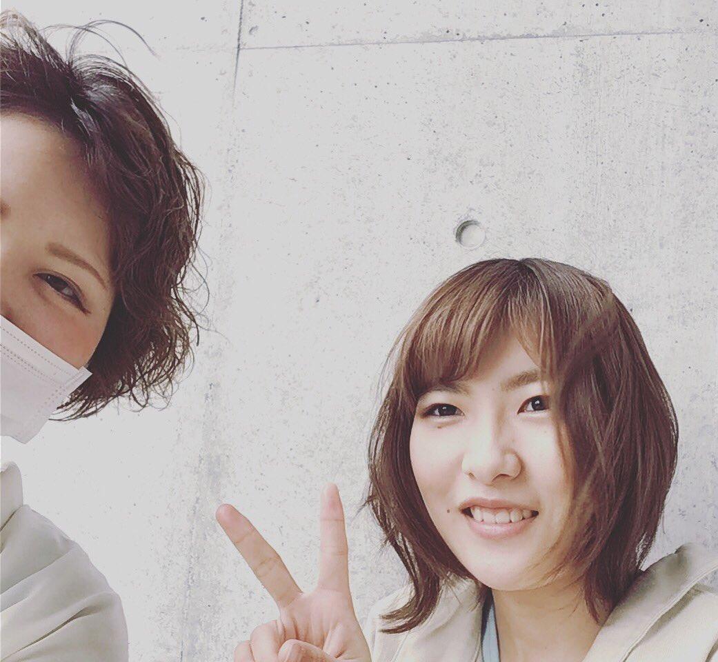 卒業生の千光士瑠奈ちゃんが遊びにきてくれました?就職して約2ヶ月♪美容師としてできることも少しずつ増えるのでこれからが楽しみです?#高知理容美容専門学校#理容  #美容  #学生 #理容師  #美容師  #卒業生 #県内  #サロン  #ボンヌ